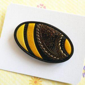 Brož žlutá