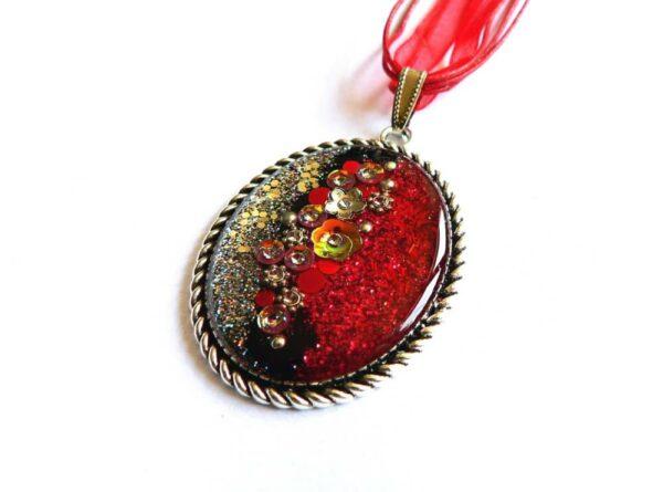 Třpytivý červeno černý náhrdelník