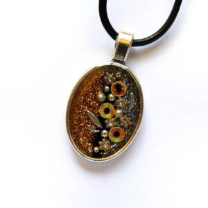 Třpytivý oválný žlutý náhrdelník s květinami