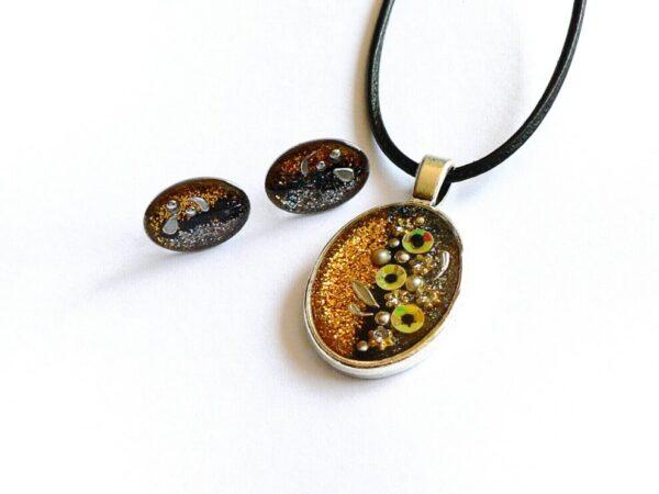Třpytivý oválný žlutý náhrdelník s květinami a náušnicemi