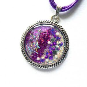 Kulatý fialový náhrdelník