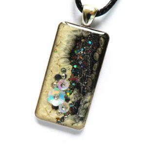 Třpytivý černo bílý náhrdelník