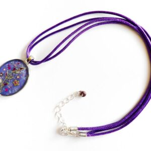 Oválný fialový náhrdelník