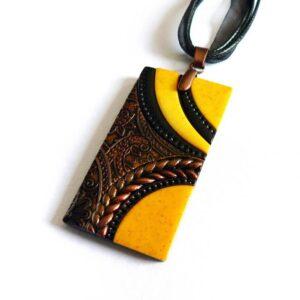Žluto černý náhrdelník obdélník