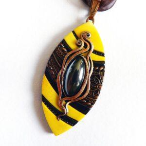 Žluto černý náhrdelník se skleněným očkem