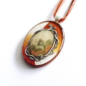 Hnědý náhrdelník s amonitem