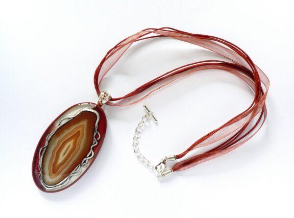 Hnědý náhrdelník s achátem