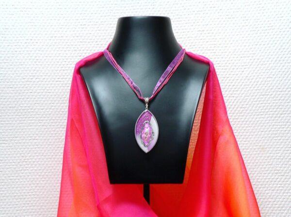 Růžový náhrdelník s perletí
