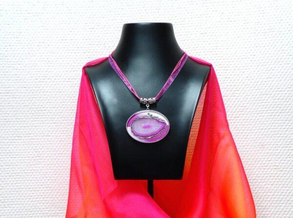 Pryskyřicový náhrdelník s růžovým achátem