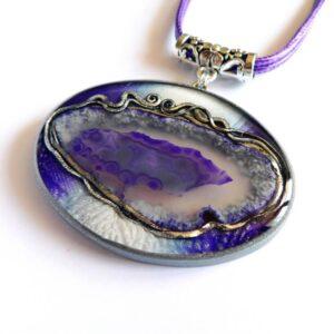 Fialový náhrdelník s achátem