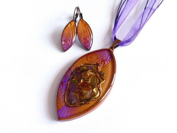 Náhrdelník fialový s orgonitem, doplněn náušnicemi