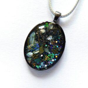 Náhrdelník s perleťovými úlomky