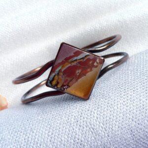 Mechanický otevíratelný hnědý náramek
