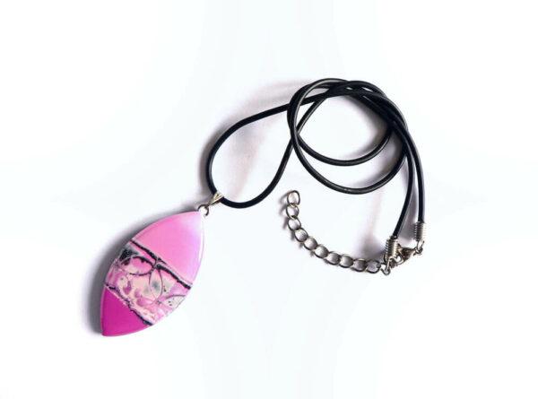 šperk, růžový přívěsek, náhrdelník na řemínku