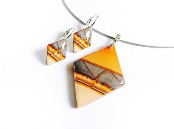 Oranžový přívěsek s náušnicemi