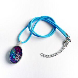Modro fialový samostatný přívěsek šperkový, náhrdelník na řemínku