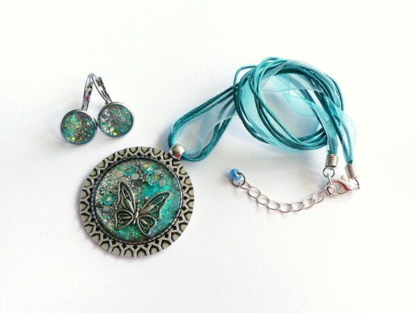Třpytivý tyrkysový náhrdelník s náušnicemi v soupravě