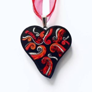 Červený pryskyřicový náhrdelník