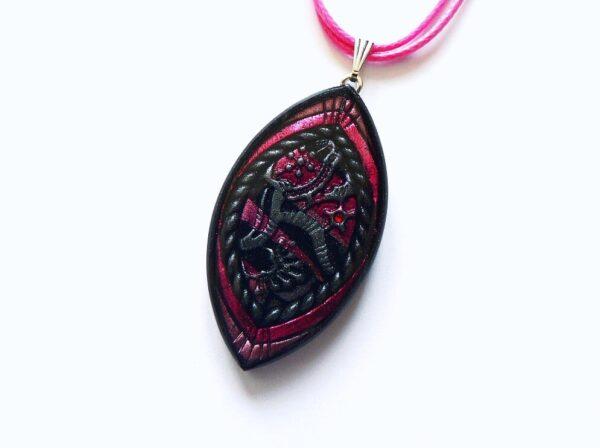 Náhrdelník růžově černý na řemínku