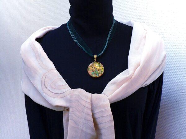 Náhrdelník hnědo zelný pryskyřicový
