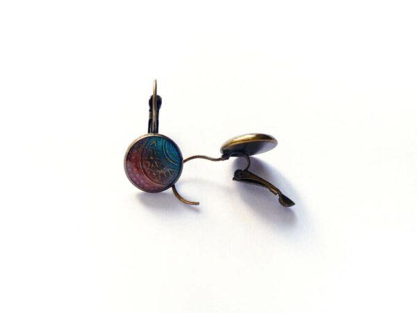 Náušnice s tyrkysovo hnědým pryskyřicovým lůžkem