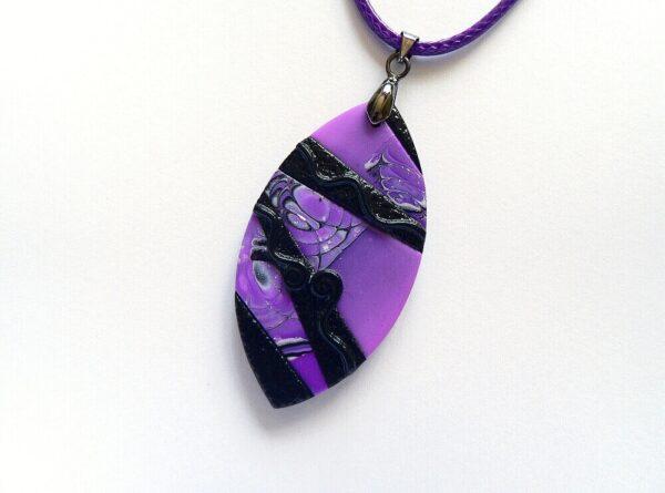 Fialový samostatný šperkový přívěsek