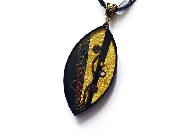 Černo hnědý náhrdelník s pryskyřicovým lůžkem