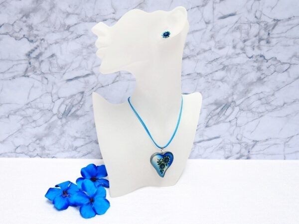 Bílo modrý náhrdelník srdíčko s pryskyřicovým lůžkem s náušnicemi