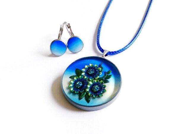 Bílo modrý kulatý náhrdelník s květinami s náušnicemi