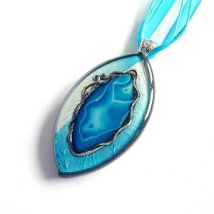 Originální náhrdelník s modrým achátem