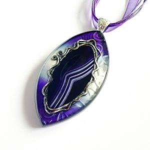 Originální náhrdelník s fialovým achátem