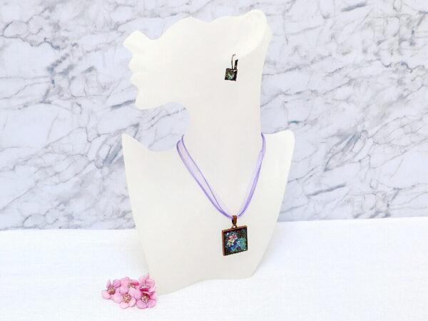 Náhrdelník fialový třpytivý na víceřadém řemínku