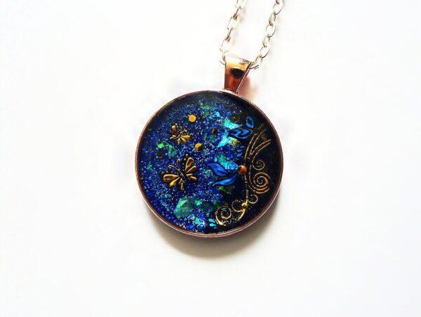 Tmavě modrý kulatý náhrdelník