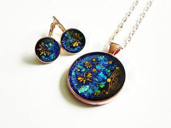 Tmavě modrý kulatý náhrdelník v soupravě s náušnicemi